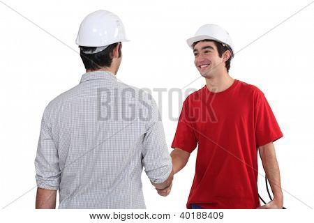 Cumprimentando os trabalhadores da construção