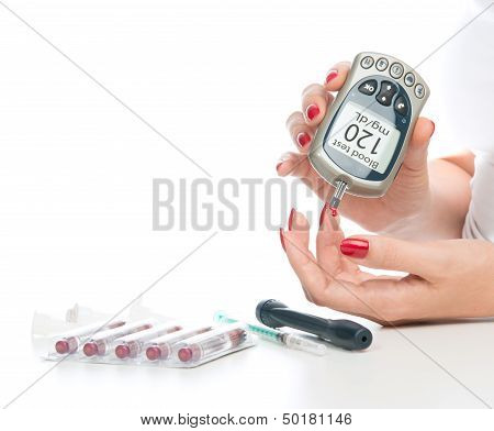 Measuring Glucose Level Blood Test Using Mini Glucometer