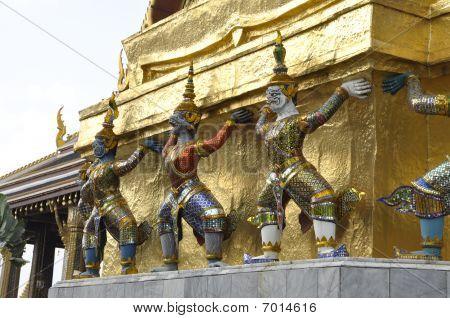 drei Titan giant Thailand Flanke
