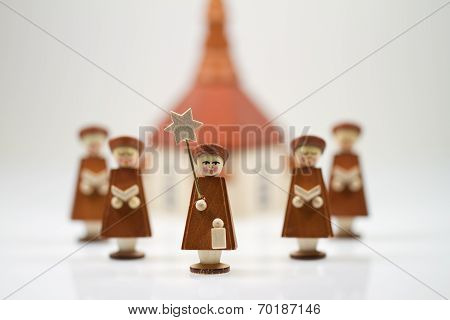 Handcrafted Carolers with white background, produced in Erz Mountains, Germany