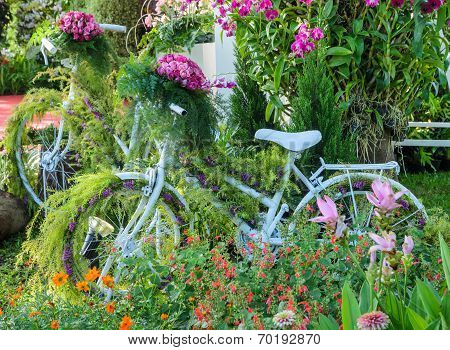 Vintage Bicycle Garden Decoration