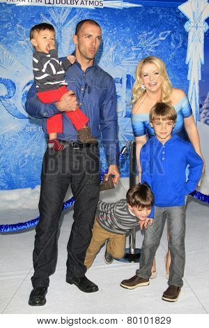 LOS ANGELES - NOV 19: Melissa Joan Hart, husband, sons at the premiere of Walt Disney Animation Studios' 'Frozen' at the El Capitan Theater on November 19, 2013 in Los Angeles, CA