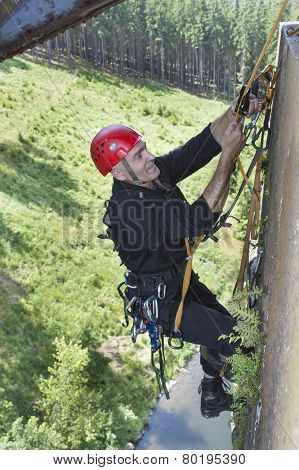 Training elevation work on the old railway bridge over the dam Hracholusky, rescue work