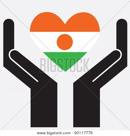 Hand showing Niger flag in a heart shape.