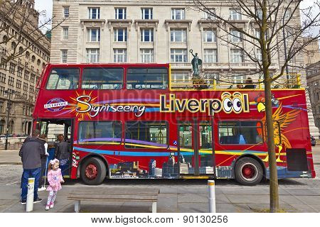 Sightseeing bus in Liveprool.