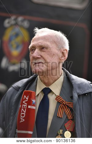 ST. PETERSBURG, RUSSIA - MAY 7, 2015: WWII veteran is interviewed by a journalist during the parade of steam locomotives. The event  dedicated to the WWII Victory Day