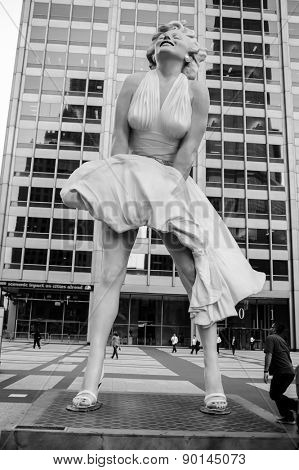 CHICAGO, USA - OCTOBER 06, 2011:  statue of Marilyn Monroe in Chicago. Created by artist Seward Johnson, statue is based around Monroe's iconic