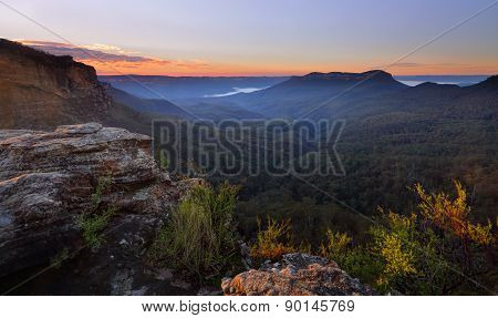 Sunrise Over Jamison Valley Mt Solitary