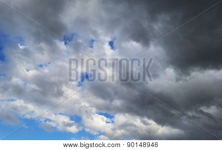 Cloudscape forecasting deteriorating weather in spring