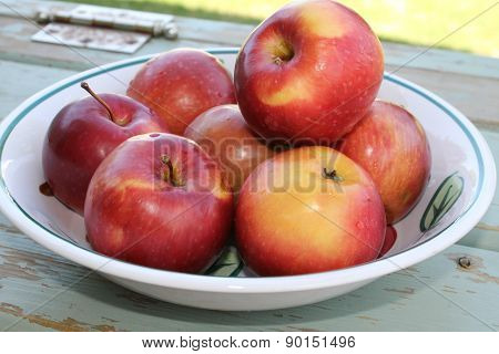 Apples in a bowl on wood