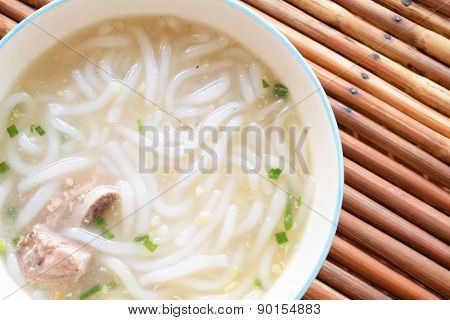 Boiled Chinese noodle, Paste of rice flour with pork soup