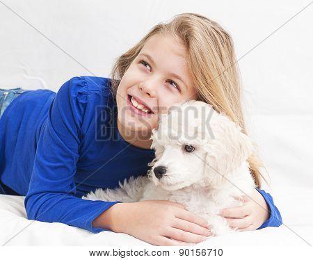 A girl whit dog