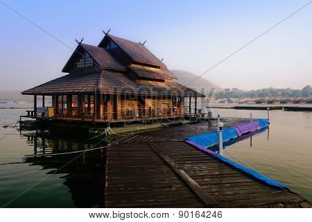 Raft house In The Lake