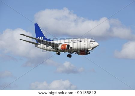 Amsterdam Airport Schiphol - Boeing 737 Of Sas (scandinavian Airlines) Lands