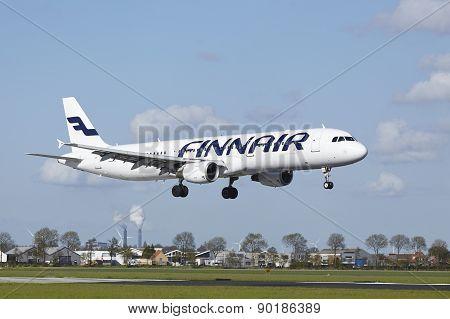 Amsterdam Airport Schiphol - Airbus 321 Of Finnair Lands