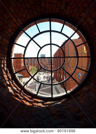 Round window factory.