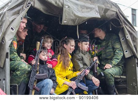Donetsk - May, 9, 2015: Soldiers Parade Participants And Residents Of The City Are Photographed Toge