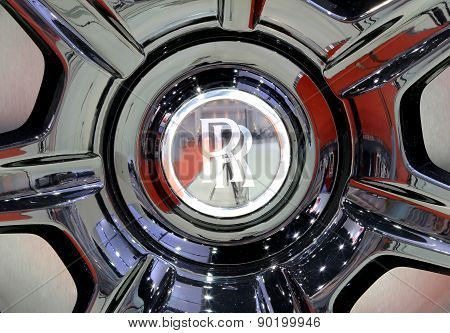 Logo Of Roll Royce On Wheel