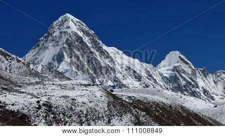 High Mountains Pumo Ri And Lingtren, Everest Region