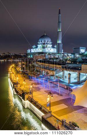 Putrajaya, Malaysia - Circa September 2015: Putra Mosque And Promenade In Putrajaya At  Evening