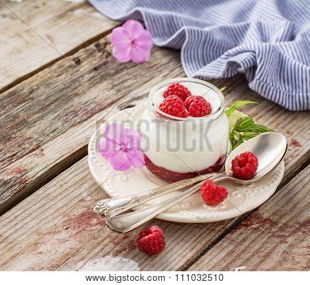 Natural yogurt with fresh raspberries