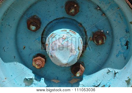 Retro Blue Wheel: Rusted