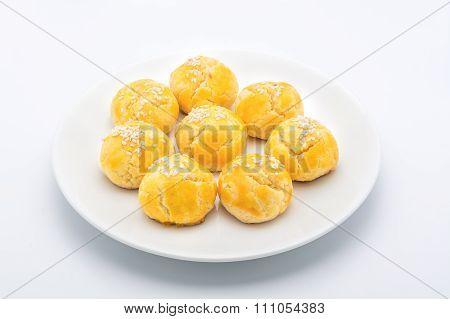 Pandan Spiral Mooncake yellow mini in white plate