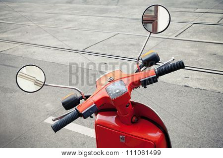 Red Old Classical Italian Scooter Handlebar