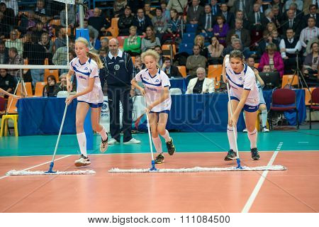 MOSCOW RUSSIA - DECEMBER 2, 2015: Young athletes clean field on women's Rissian volleyball Championship game Dynamo (MSC) vs Dynamo (KZN) at the Luzhniki stadium in Moscow Russia. Kazan won in serie 3: 2