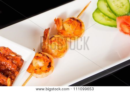 Fried kebab of shrimps with vegetables and sauce