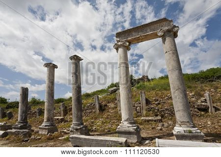Columns And Header In Historic Perga