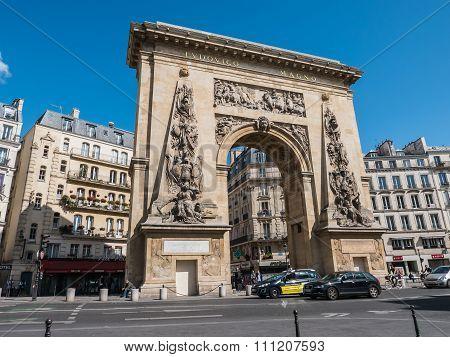 Street View Of Porte Saint Denis, Triumphal Arch, Paris