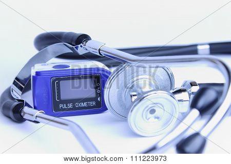 Black stethoscope and pulse oximeter