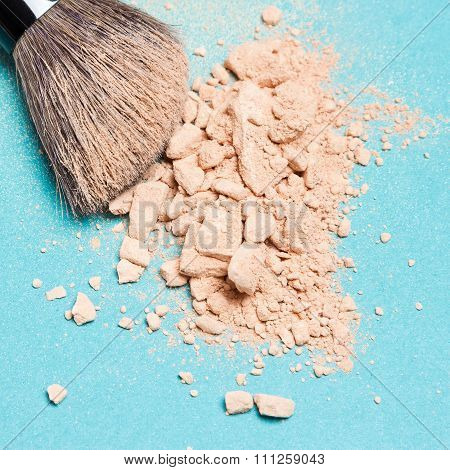 Makeup Brush With Crushed Mineral Matte Compact Powder