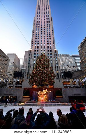 Tourist Christmas in new york - Rockefeller Center Holiday Tree