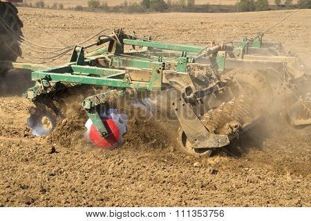 Loosening the soil before sowing mechanized Harrow spring