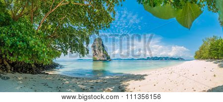 The beautiful landscape of Koh Poda (Poda Island) in Krabi province of Thailand. This island has white sand beach and surrounded by crystal clear water.
