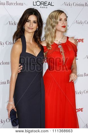 04/08/2008 - Westwood - Penelope Cruz, and Scarlett Johansson at the Los Angeles Premiere of
