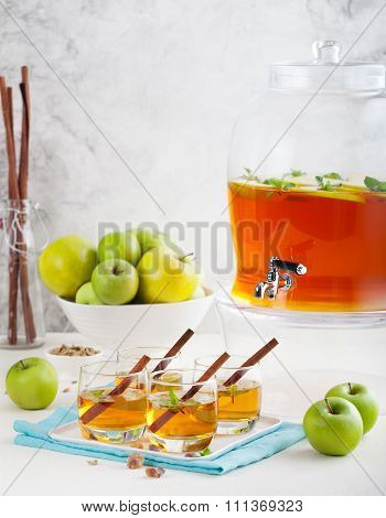 Apple, white wine punch, tea, mulled cider