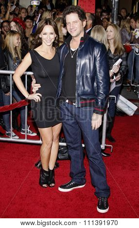 16/11/2009 - Westwood - Jennifer Love Hewitt and Jamie Kennedy at the Los Angeles Premiere of