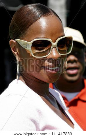 Mary J. Blige attends the Los Angeles Premiere of