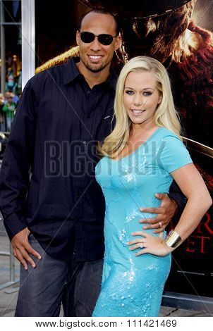 HOLLYWOOD, USA - APRIL 27: Kendra Wilkinson and Hank Baskett at the Los Angeles Premiere of