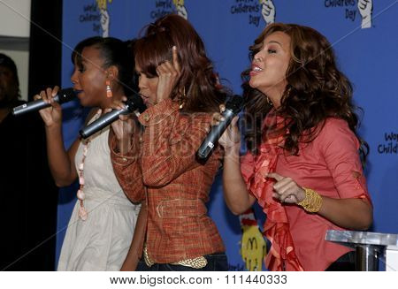 November 15, 2005 - Hollywood - Beyonce, Michelle Williams and Kelly Rowland at the 2005 World Children's Day at The Los Angeles Ronald McDonald House Ronald McDonald House in Hollywood.