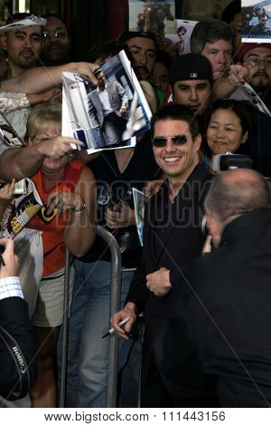 2 August 2004 - Los Angeles, California - Tom Cruise and fans. The World Premiere of 'Collateral' at the Orpheum Theatre in downtown Los Angeles.