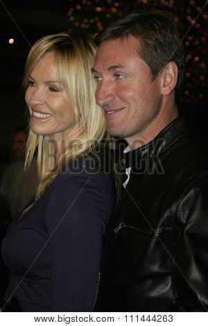 August 24, 2005 - Hollywood - Wayne Gretzky and Janet Jones. The World Premiere of
