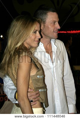 16 December 2004 - Hollywood, California - Lance Armstrong and Sheryl Crow. The premiere of 'Meet The Fockers' at the Universal Amphitheatre Universal Studios in Hollywood.
