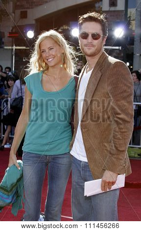 October 9, 2005 - Erin Bartlett and Oliver Hudson at the