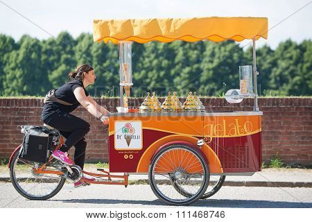 Ice Cream Vendor Lucca