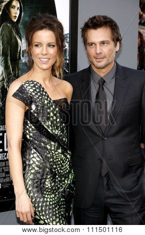 Len Wiseman and Kate Beckinsale at the Los Angeles premiere of 'Total Recall' held at the Grauman's Chinese Theatre in Hollywood on August 1, 2012.