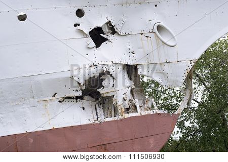 Cracked Ship Nose
